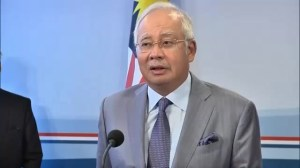 Malaysian PM calls for ceasefire around MH17 crash site