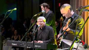 "Stephen Harper sings ""Sweet Child o' Mine"" at Christmas party"