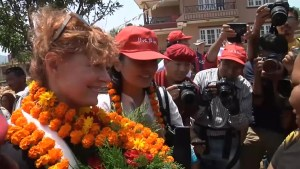 Footage of U.S. actor Susan Sarandon visiting  Nepal after quake