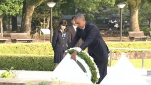 Obama lays wreath in historic visit to Hiroshima