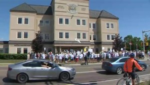 Protesters march on City Hall in Shediac Bay, N.B. over water quality