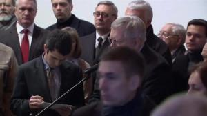 Russian police look on as mourners pay last respects to Boris Nemtsov