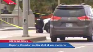 Ottawa police block off area, crouch low while searching for shooting suspect