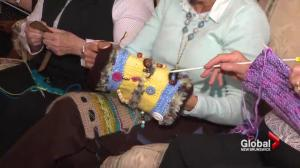 NB women knit 'Twiddlemuffs' to help seniors with dementia