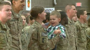 The National Guard couldn't keep this toddler from hugging his soldier mom