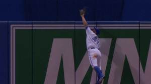 Kevin Pillar's amazing catch sets Twitter ablaze
