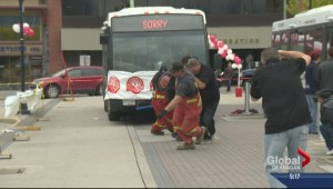 Okanagan Residents Pull Buses for Good Cause
