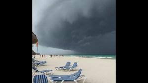Massive dark cloud band looms on Mexican coast