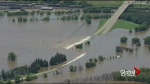 Manitoba emergency crews scrambling to prepare for further flooding