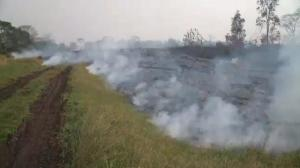 Time lapse footage: Puna lava flow creeps through Hawaiian countryside