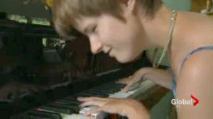 Musical inspiration plays the piano without ever seeing one