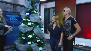 Snider, Dayne want you to rock this Christmas