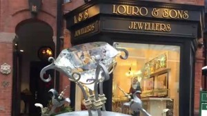 25-pound crystal stolen off engagement ring sculpture outside Yorkville jewelry store