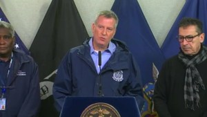 N.Y. City Mayor de Blasio considering travel ban during snowstorm