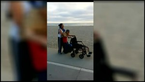 Daughter carries her 84-year-old dad for touching walk along the beach