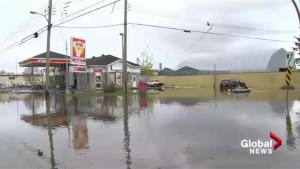 Quebec floods: Pierrefond-Roxboro residents struggling