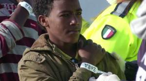 300 rescued migrants arrive in Sicily