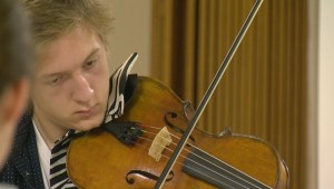 Children learn from world-renowned musicians