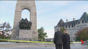 Prime Minister Harper pays his respects at the War Memorial in Ottawa