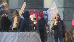 Raw video: Montreal's white-collar workers protest Bill 3