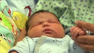 B.C. woman gives birth to 14-pound baby