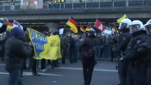 Clashes with police at anti-Islam protest over Cologne sexual assaults