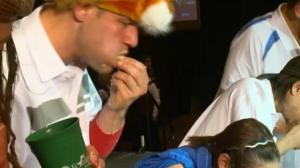 Raw video: Thanksgiving turkey eating contest