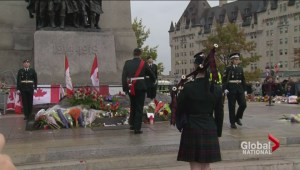 Canadians across the nation pay tribute to fallen soldiers after Ottawa shooting