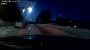Fireball lighting up Russian sky caught on dashcams
