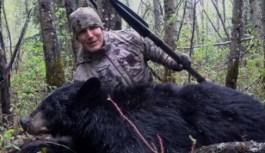 انتشار فیلم جنجالبرانگیز شکار خرس با نیزه، دولت آلبرتا را به واکنش واداشت