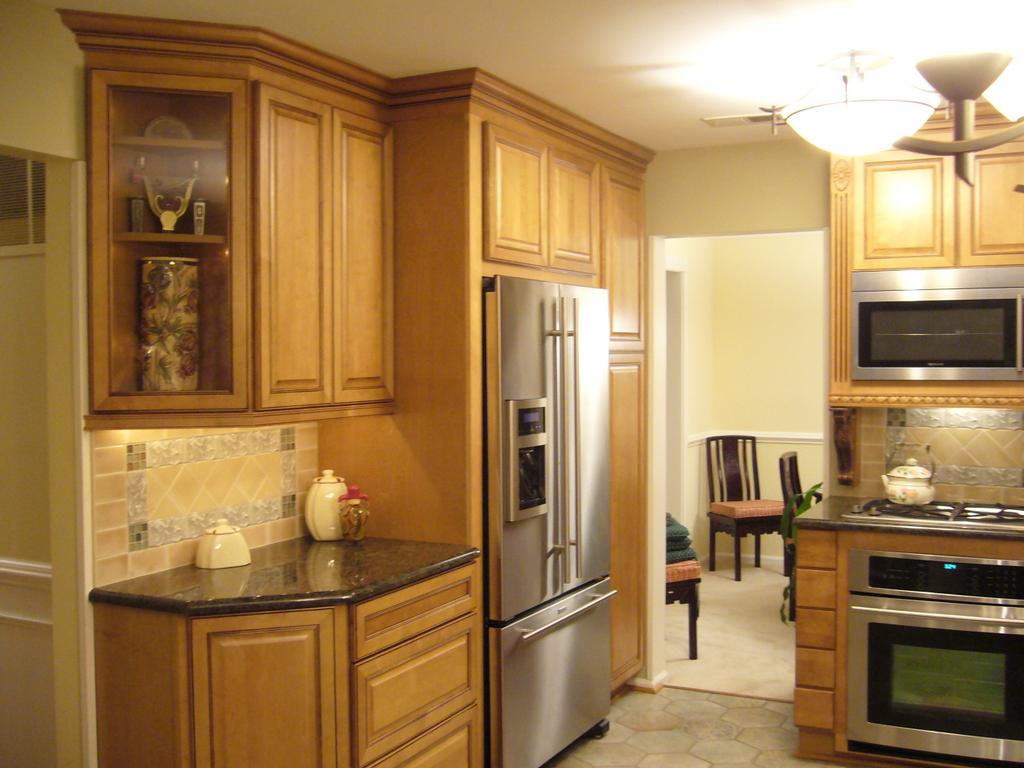 kitchen pictures with light maple cabinets light kitchen cabinets Light Maple Cabinets Kitchen Paint Colors With