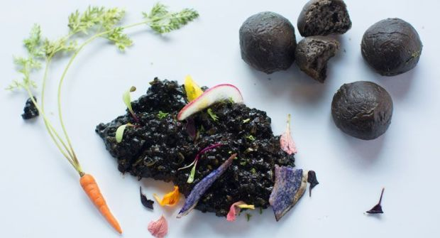 Food Experts Tell You All About The Charcoal Food Trend
