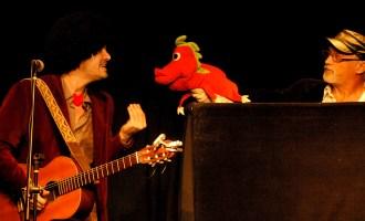 """Con """"El Juglar"""", Nacho y Pablo realizan shows en teatros, pero también a la gorra."""