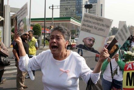 Celebran el 10 de mayo... buscando a sus hijos desaparecidos. Foto: Germán Canseco