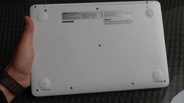 Asus EeeBook X205 Belly