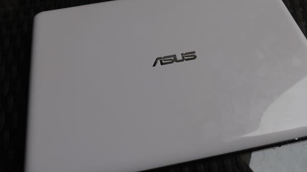 Asus EeeBook X205 Hood