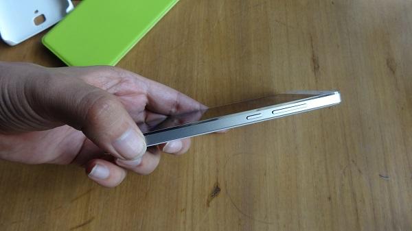 Xiaomi MI4 Right Side