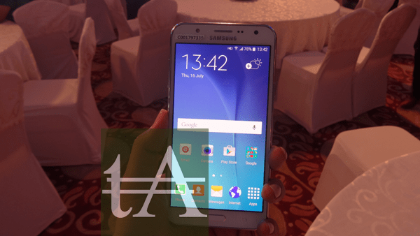 Samsung Galaxy J7 Front