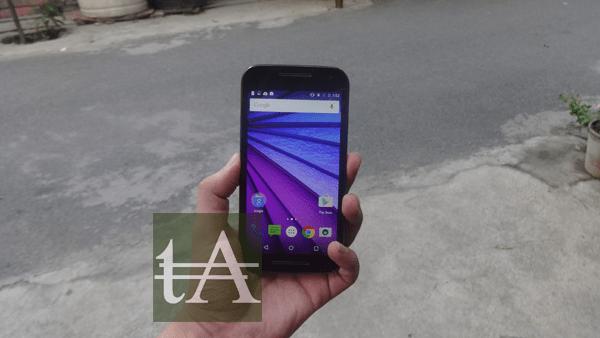 Motorola Moto G3 2015 Hand