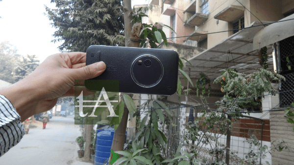 Asus ZenFone Zoom Rear