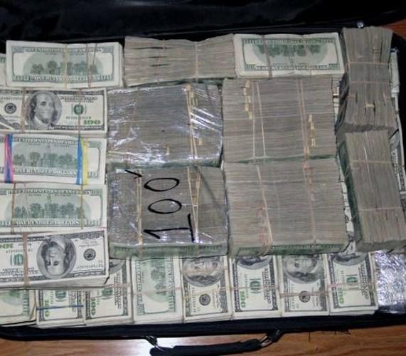Hình ảnh Biệt thự đại gia buôn ma túy chứa hàng nghìn cọc tiền số 3