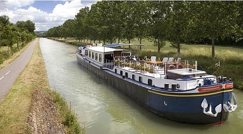 L'Impressioniste river barge in France