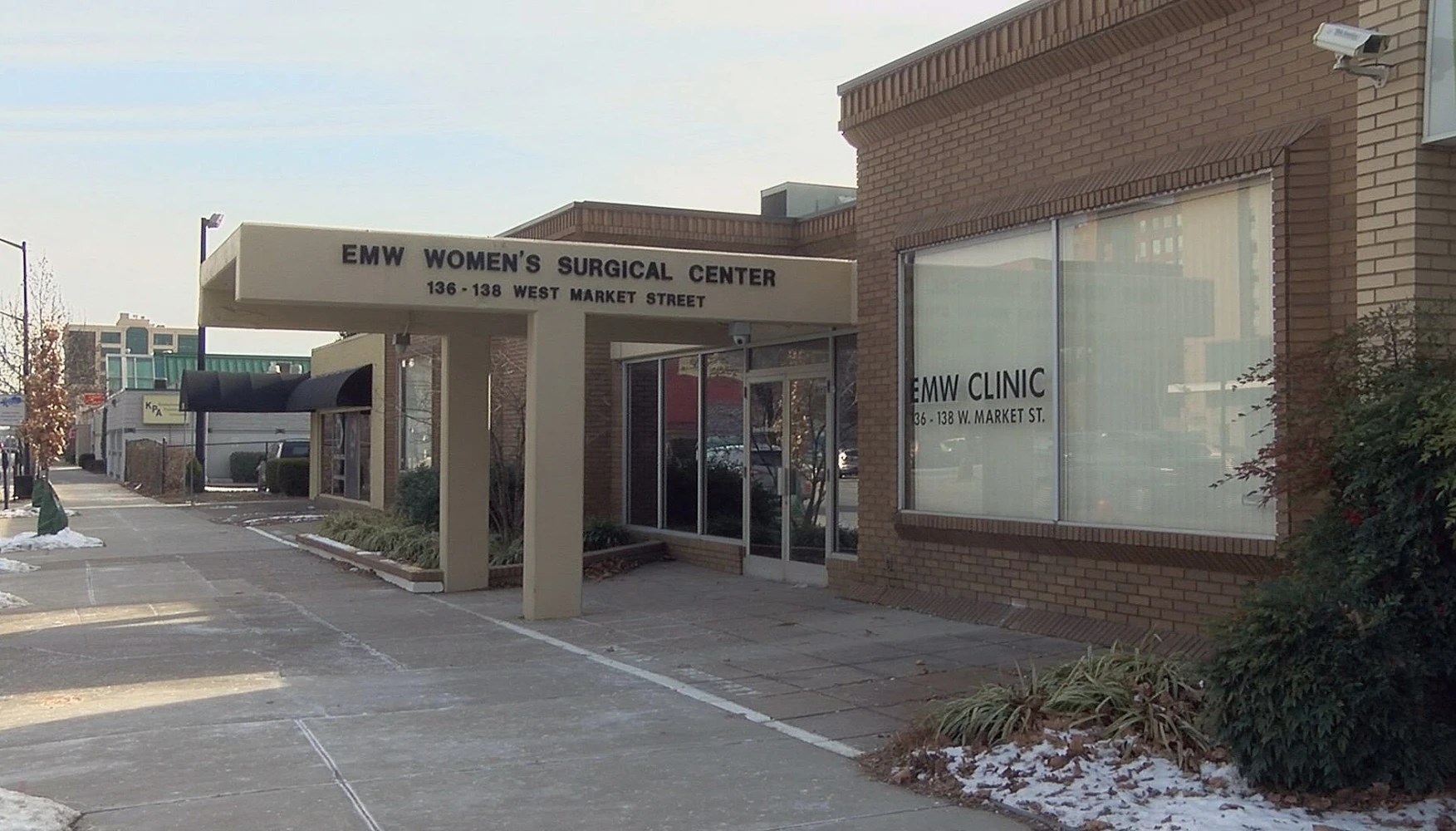 Pro-choice organizations hold rally at Louisville's only abortion clinic
