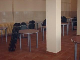 "Imagine din cantina Colegiului National Pedagogic ""Constantin Bratescu"". Susa foto: http://www.colegium.ro/cantina.html"