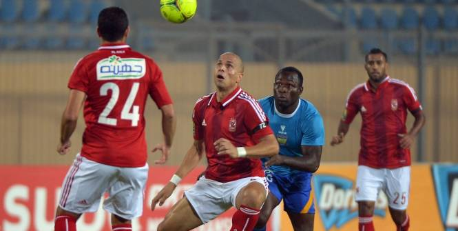 Al Ahly, en rouge, s'est qualifié pour la finale de la Ligue des champions d'Afrique. (AFP)