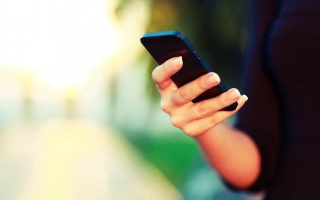 Smartphone-in-Hand-735x459.jpg