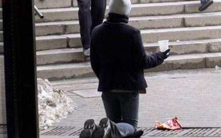 Ukrajinec zo Zakarpatia pri žobraní