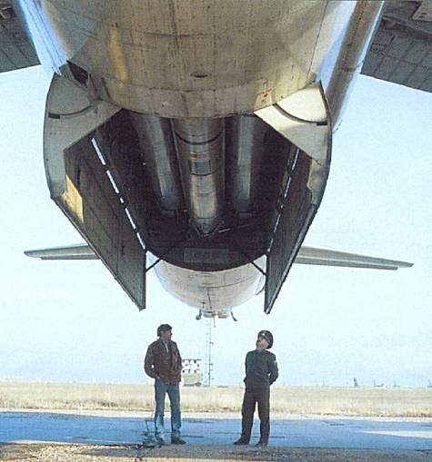 TU-95 so 6ks rakiet KH-55 v rotačnom vypúšťacom zariadení
