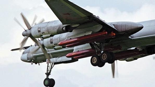 TU-95 so zavesenými raketami KH-101