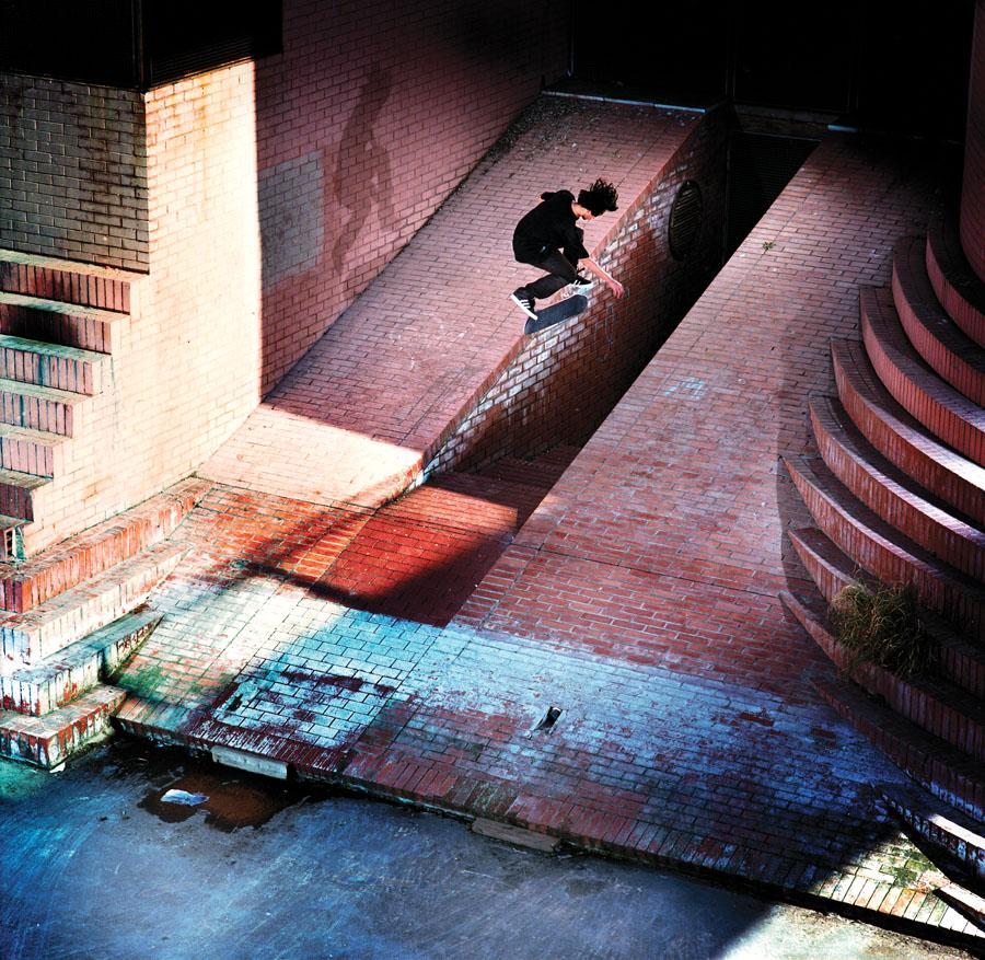Lem Villemin. Blindside Nollie Flip. Barcelona